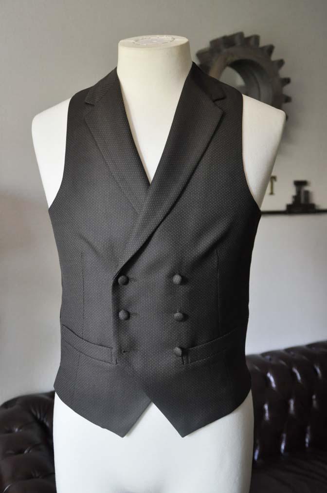 DSC0686-3 お客様のウエディング衣装の紹介-DARROWDALE グレースーツ ブラウンダブル襟付きベスト-
