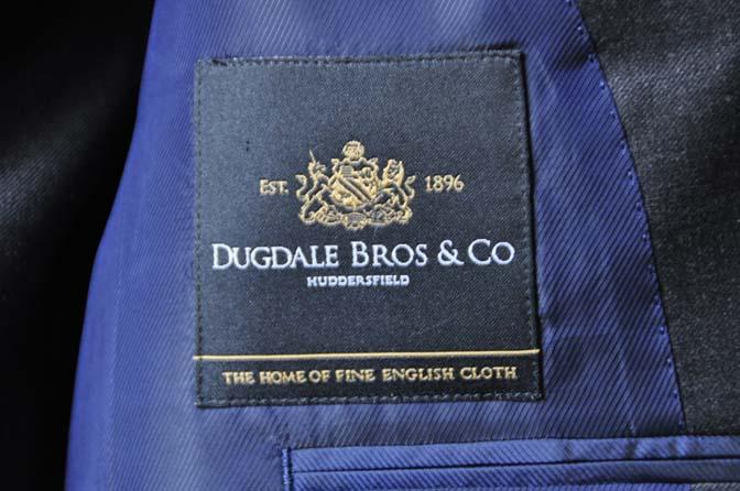 DSC0695-1 お客様のスーツの紹介- DUGDALE 無地チャコールグレー スリーピース-