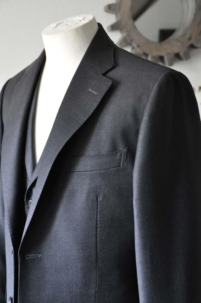 DSC0696-1 お客様のスーツの紹介- DUGDALE 無地チャコールグレー スリーピース-