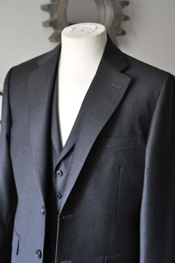 DSC0697-1 お客様のスーツの紹介- DUGDALE 無地チャコールグレー スリーピース-