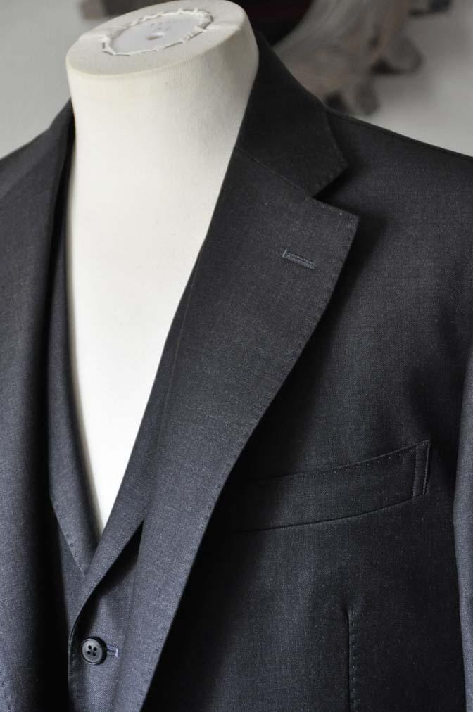 DSC0698-1 お客様のスーツの紹介- DUGDALE 無地チャコールグレー スリーピース-