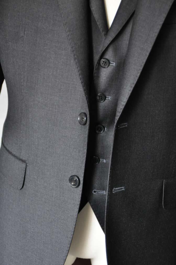DSC0701-1 お客様のスーツの紹介- DUGDALE 無地チャコールグレー スリーピース-