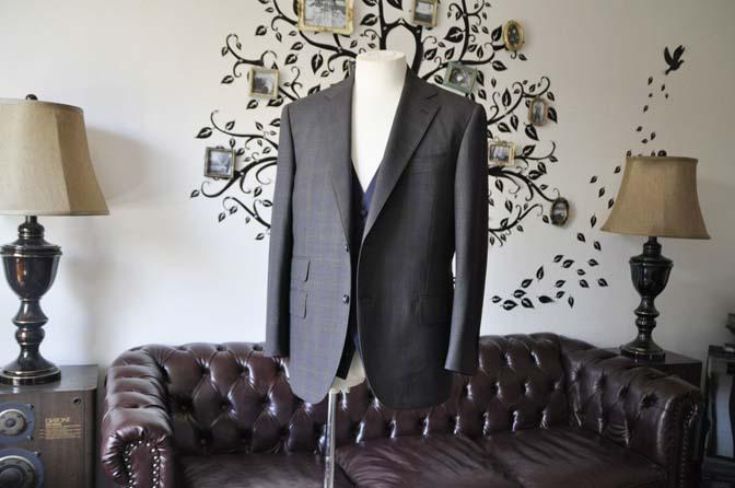 DSC0701-4 お客様のウエディング衣装の紹介- Biellesiブラウンチェックジャケット ネイビーベスト- 名古屋の完全予約制オーダースーツ専門店DEFFERT