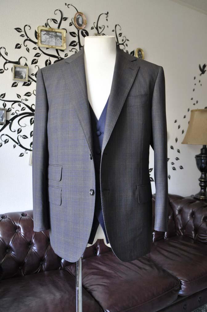 DSC0702-4 お客様のウエディング衣装の紹介- Biellesiブラウンチェックジャケット ネイビーベスト- 名古屋の完全予約制オーダースーツ専門店DEFFERT