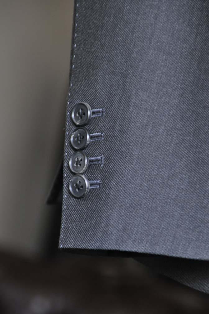 DSC0705-1 お客様のスーツの紹介- DUGDALE 無地チャコールグレー スリーピース-