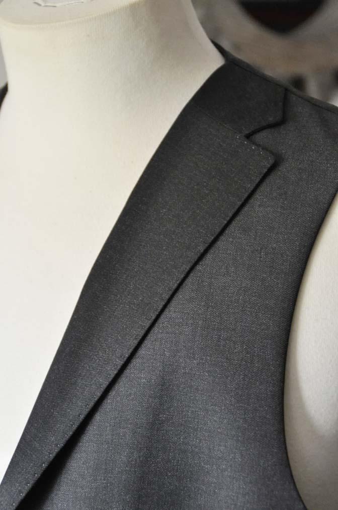 DSC0708-1 お客様のスーツの紹介- DUGDALE 無地チャコールグレー スリーピース-