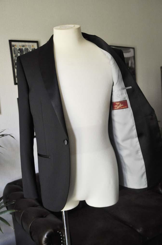 DSC07101 お客様のウエディング衣装の紹介-Biellesi ブラックショールカラータキシード-