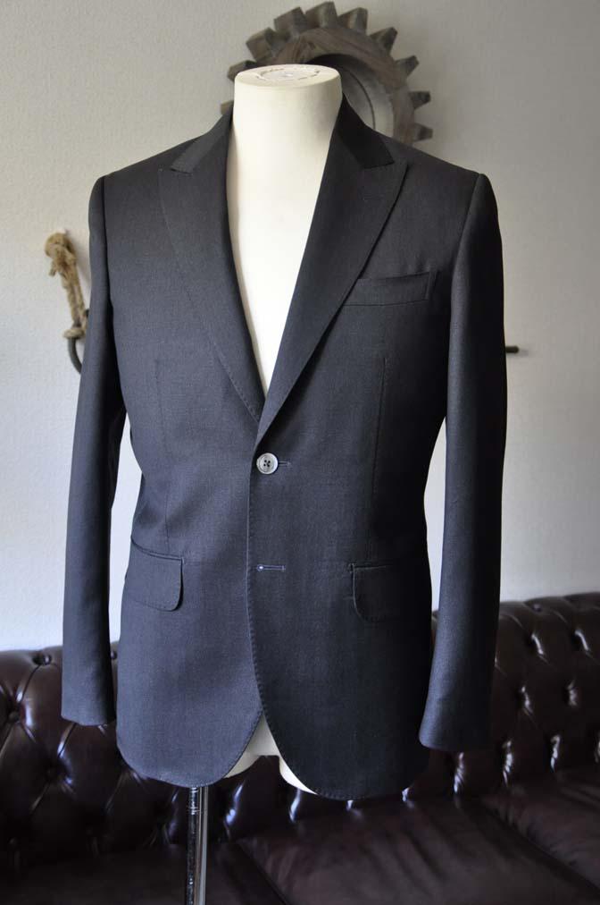 DSC0713-1 お客様のスーツの紹介- Biellesi 無地チャコールグレー-