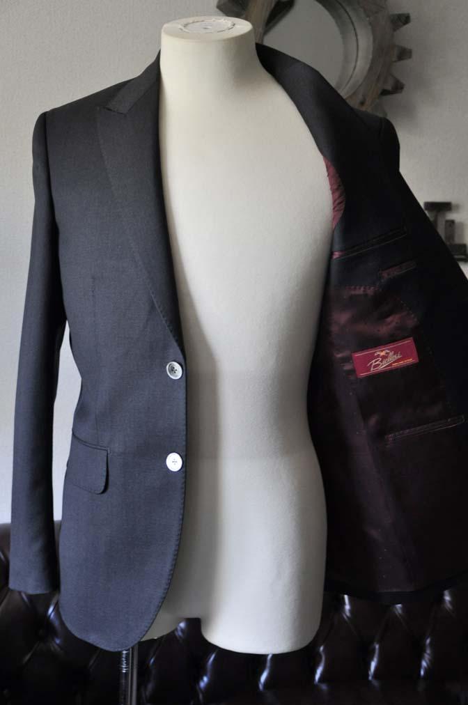 DSC0714-1 お客様のスーツの紹介- Biellesi 無地チャコールグレー-