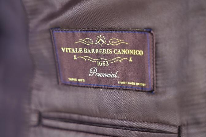 DSC07191 オーダースーツの紹介-CANONICO  無地ネイビースーツ-