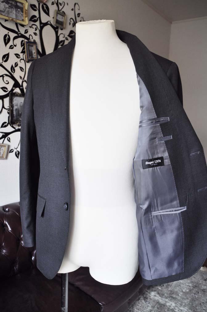 DSC0726-5 お客様のスーツの紹介-Biellesiチャコールグレースーツ-