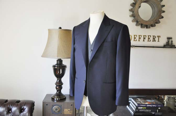 DSC0731-3 お客様のウエディング衣装の紹介- CANONICO無地ネイビースーツ グレーベスト-