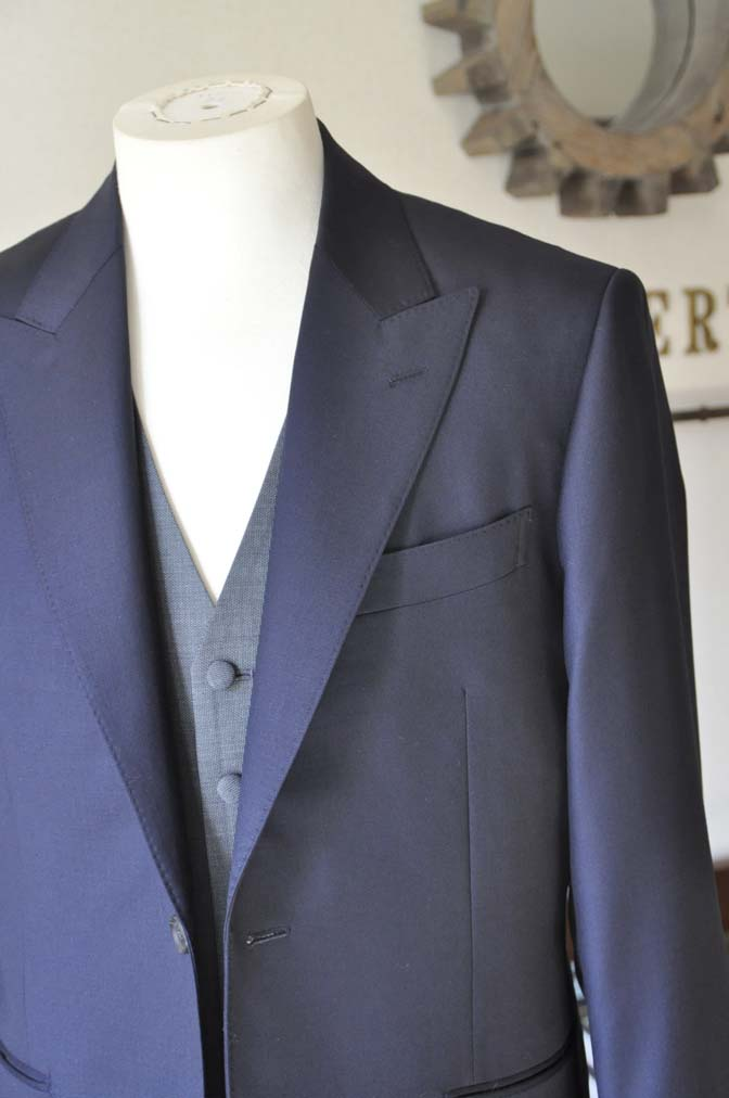 DSC0733-2 お客様のウエディング衣装の紹介- CANONICO無地ネイビースーツ グレーベスト-