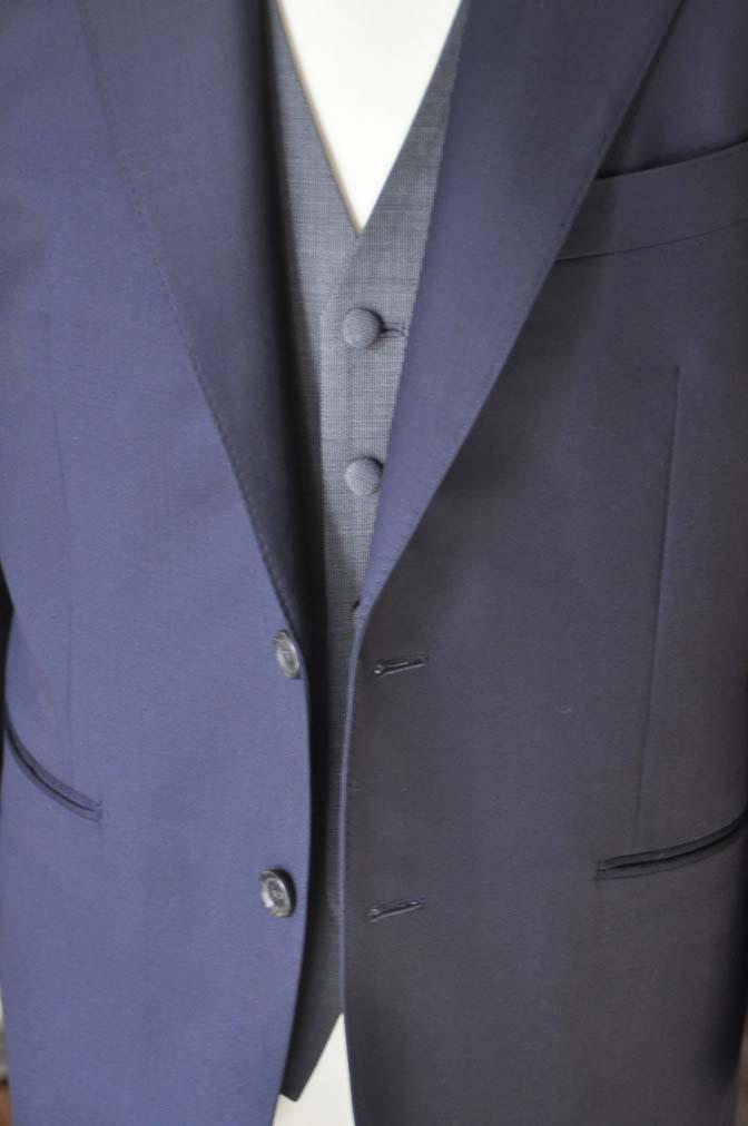 DSC0735-4 お客様のウエディング衣装の紹介- CANONICO無地ネイビースーツ グレーベスト-