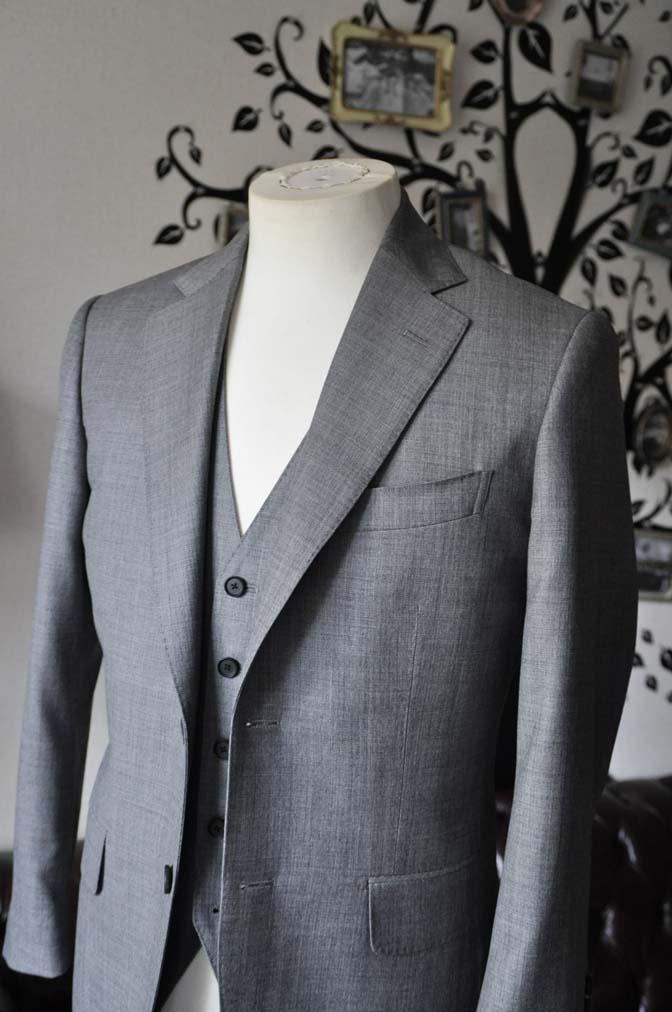 DSC0736-3 お客様のスーツの紹介-Biellesi無地グレー スリーピース- 名古屋の完全予約制オーダースーツ専門店DEFFERT