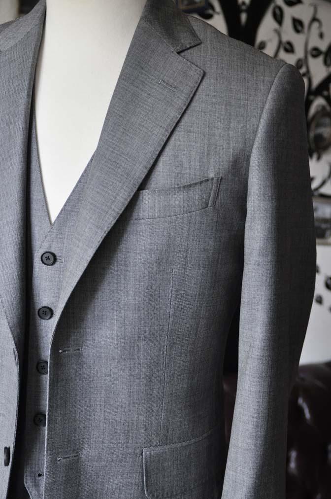 DSC0738-5 お客様のスーツの紹介-Biellesi無地グレー スリーピース- 名古屋の完全予約制オーダースーツ専門店DEFFERT