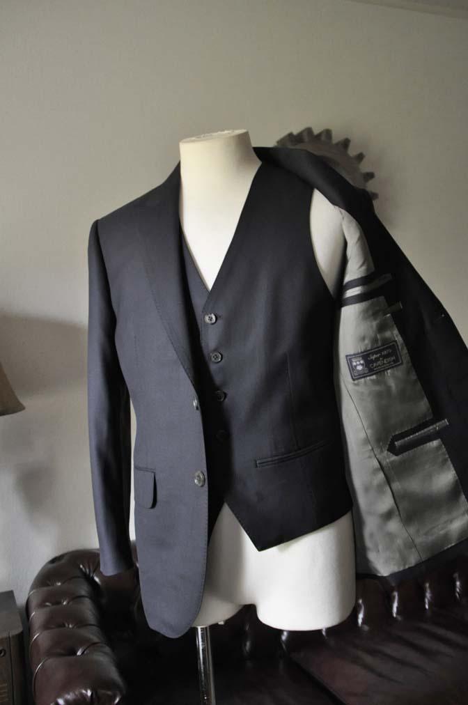 DSC0739-2 お客様のスーツの紹介- CAVENDISH ダークネイビー スリーピース-