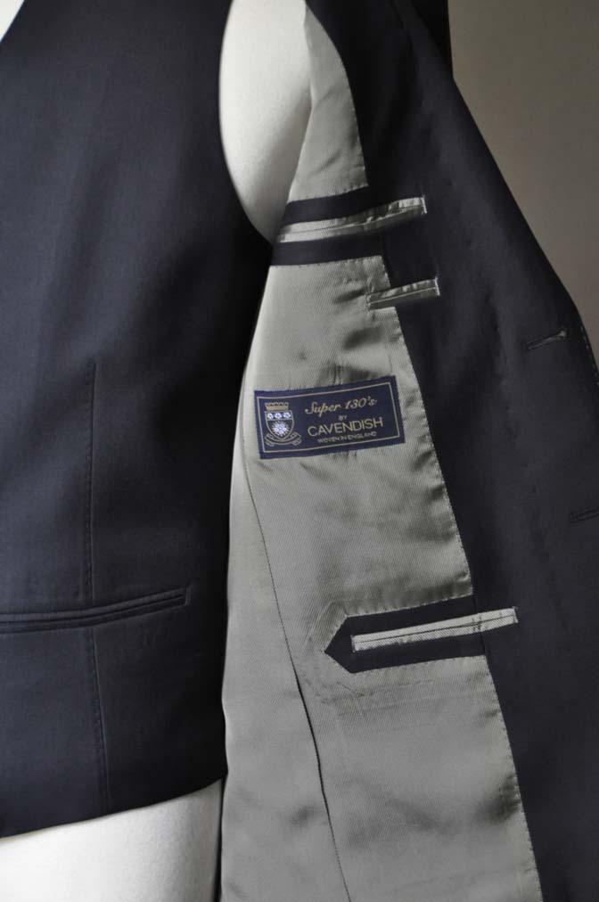 DSC0741-2 お客様のスーツの紹介- CAVENDISH ダークネイビー スリーピース-