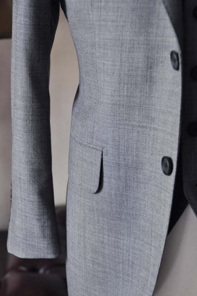 DSC0741-6 お客様のスーツの紹介-Biellesi無地グレー スリーピース- 名古屋の完全予約制オーダースーツ専門店DEFFERT