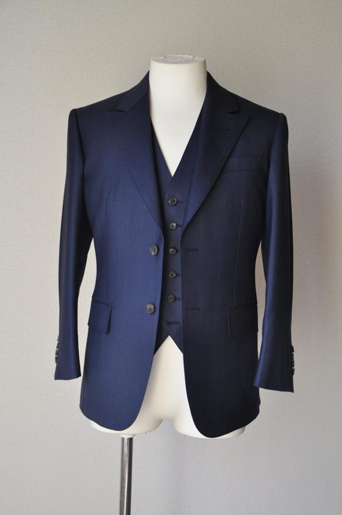 DSC07411 お客様のスーツの紹介-DORMEUIL KRONO 無地ネイビースリーピース-