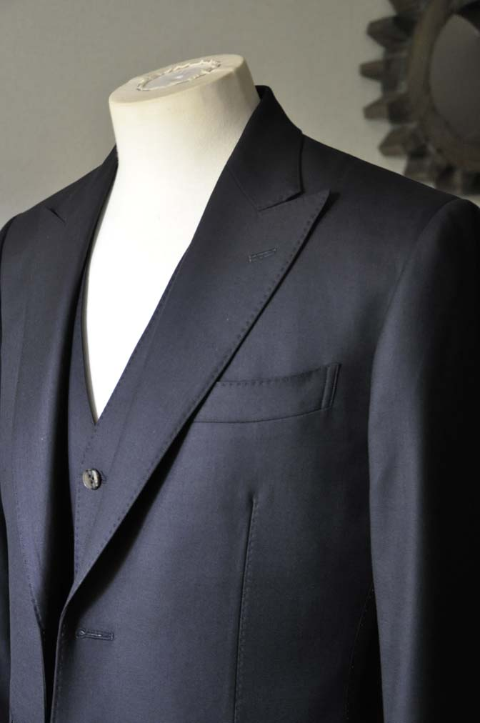 DSC0743-1 お客様のスーツの紹介- CAVENDISH ダークネイビー スリーピース-