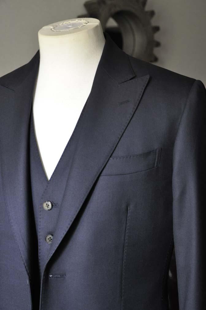 DSC0744-1 お客様のスーツの紹介- CAVENDISH ダークネイビー スリーピース-