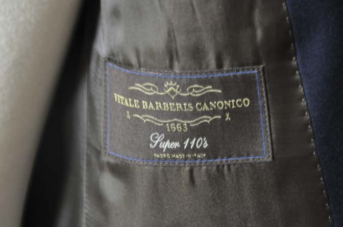 DSC0745-2 お客様のスーツの紹介- CANONICO無地ネイビー スリーピース-