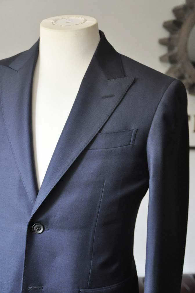 DSC0746-2 お客様のスーツの紹介- CANONICO無地ネイビー スリーピース-