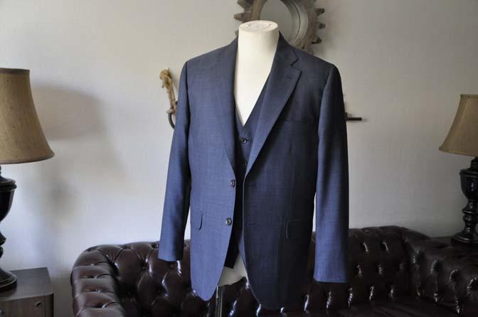 DSC0747-1 お客様のスーツの紹介- Biellesi 無地ネイビースリーピース- 名古屋の完全予約制オーダースーツ専門店DEFFERT