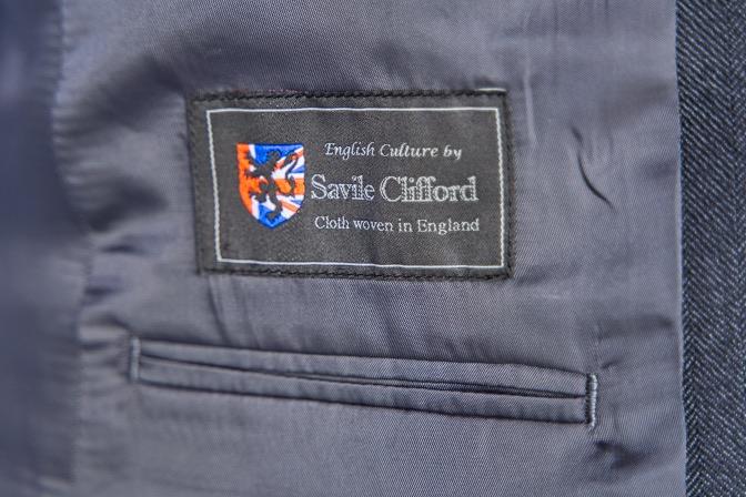 DSC07490 オーダースーツの紹介- Savile Cliffordグレーヘリンボーンスーツ-