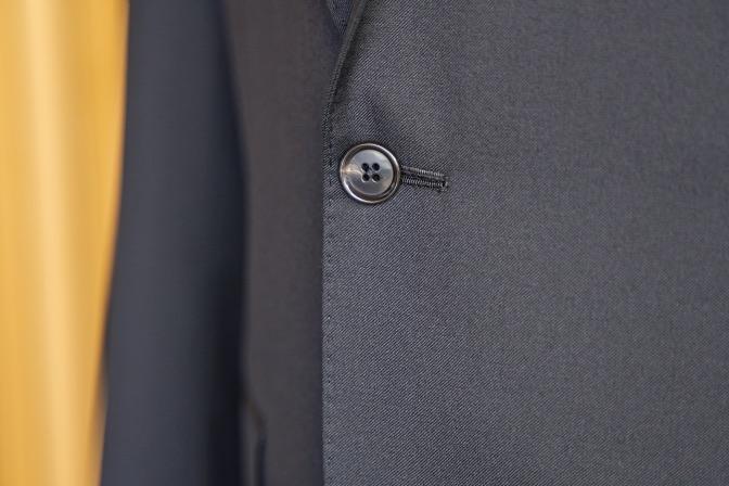 DSC07504 オーダースーツの紹介-Biellesiブラックスーツ-