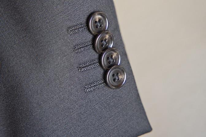 DSC07506 オーダースーツの紹介-Biellesiブラックスーツ-