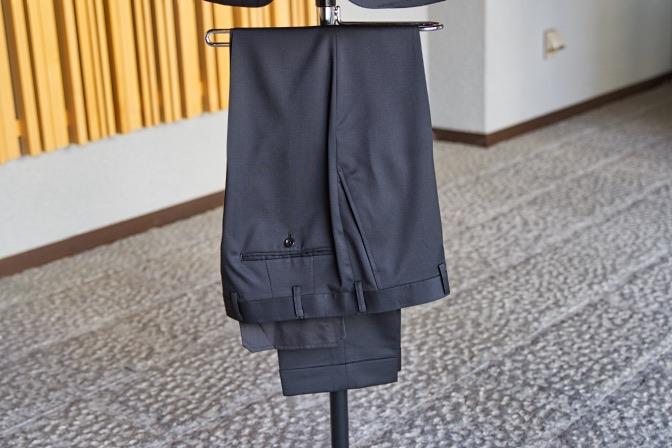 DSC07507 オーダースーツの紹介-Biellesiブラックスーツ-