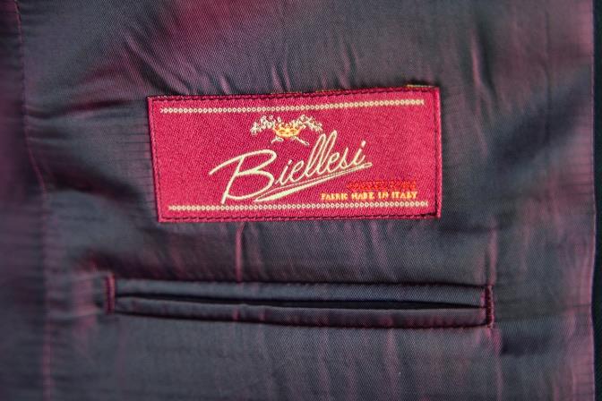 DSC07510 オーダースーツの紹介-Biellesiブラックスーツ-