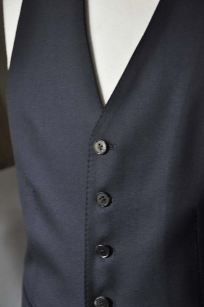 DSC0753-2 お客様のスーツの紹介- CAVENDISH ダークネイビー スリーピース-