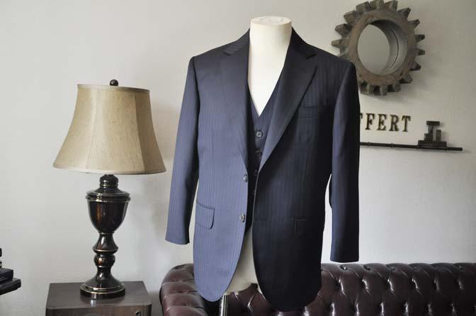 DSC0753-3 お客様のスーツの紹介- CANONICOネイビーストライプ スリーピース-