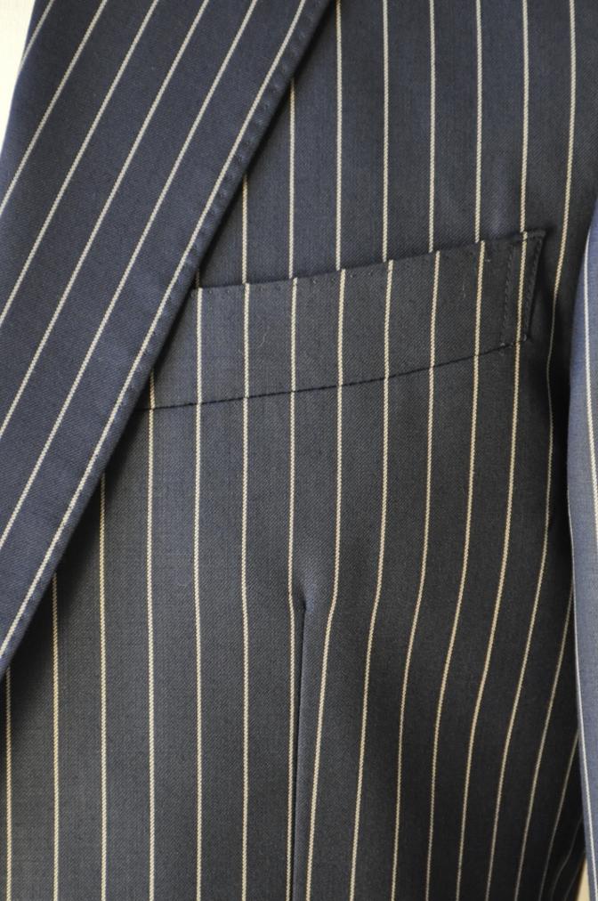 DSC07603 お客様のスーツの紹介-裏地がスカル柄のネイビーストライプ スリーピース-