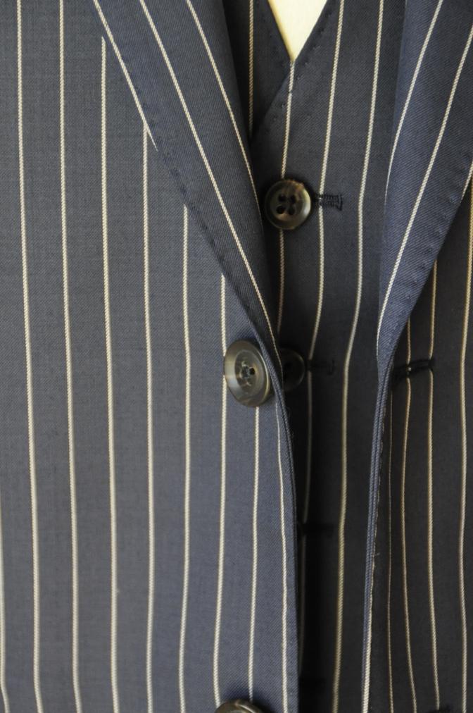 DSC07612 お客様のスーツの紹介-裏地がスカル柄のネイビーストライプ スリーピース-
