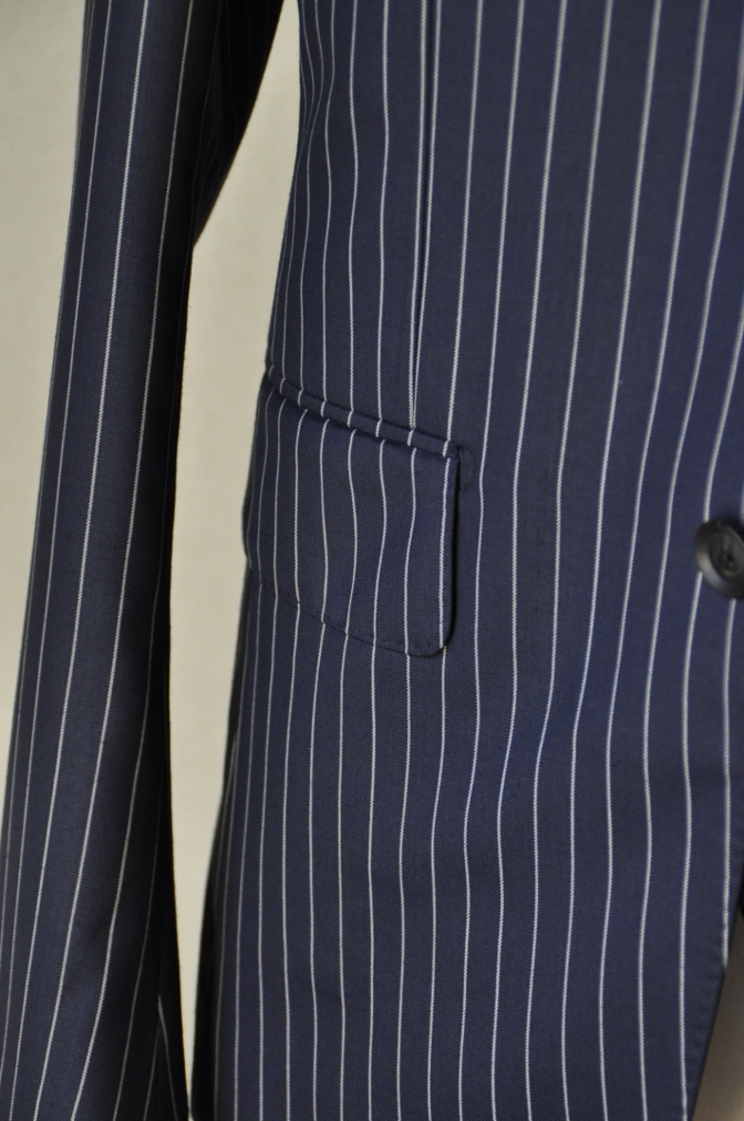 DSC07642 お客様のスーツの紹介-裏地がスカル柄のネイビーストライプ スリーピース-