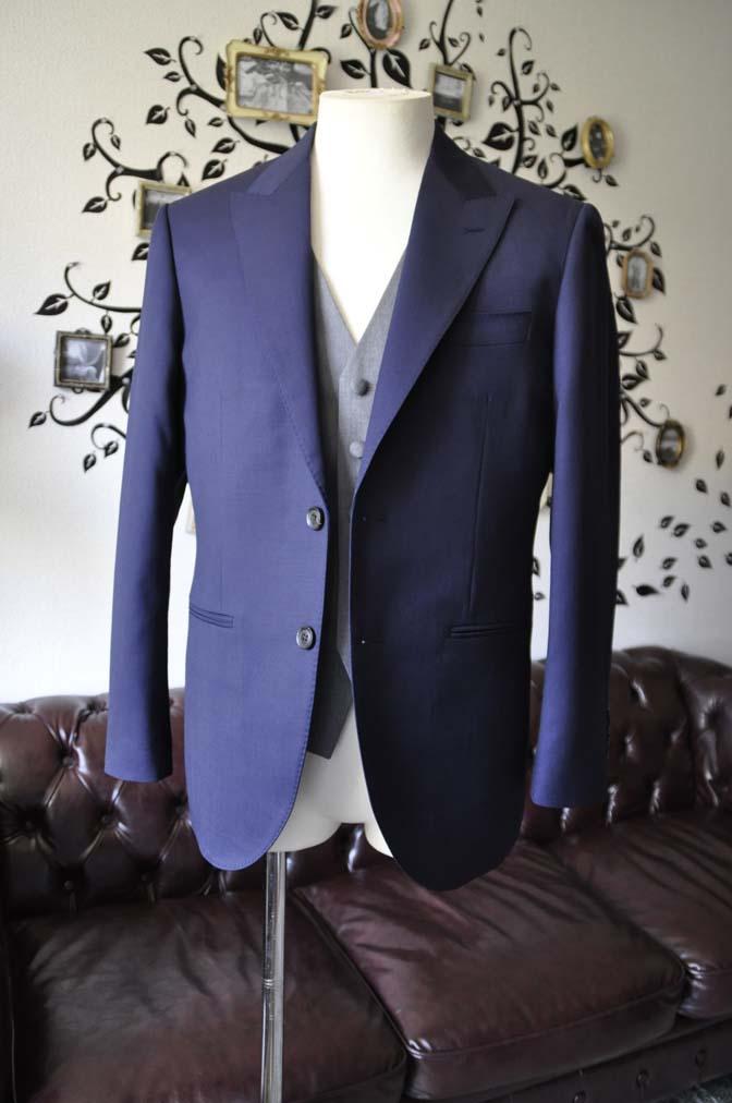DSC0771-3 お客様のウエディング衣装の紹介- Biellesi無地ネイビースーツ ライトグレーベスト-
