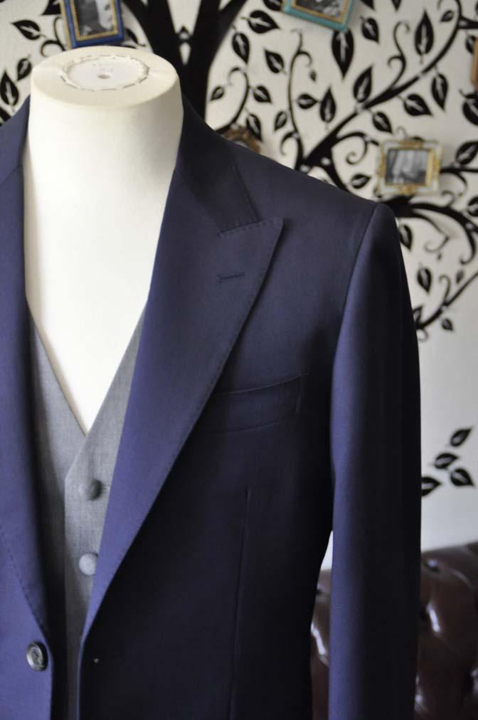 DSC0774-2 お客様のウエディング衣装の紹介- Biellesi無地ネイビースーツ ライトグレーベスト-