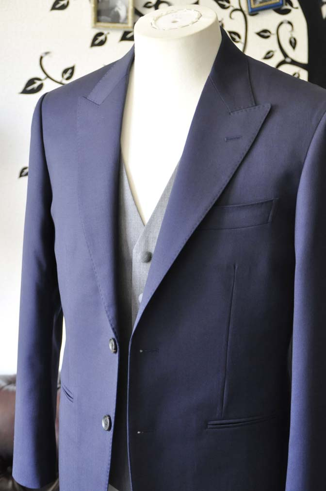 DSC0779-2 お客様のウエディング衣装の紹介- Biellesi無地ネイビースーツ ライトグレーベスト-