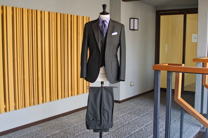 DSC07792 オーダースーツの紹介-LASSIERE MILLSモヘア混カーキ スーツ-