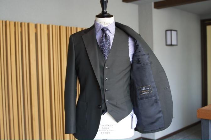 DSC07801 オーダースーツの紹介-LASSIERE MILLSモヘア混カーキ スーツ-