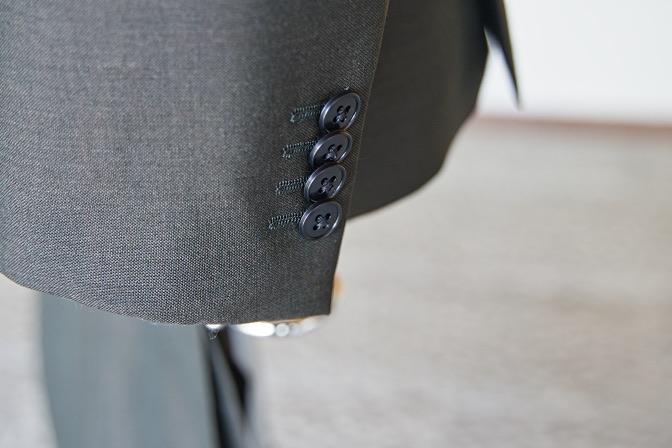 DSC07802 オーダースーツの紹介-LASSIERE MILLSモヘア混カーキ スーツ-