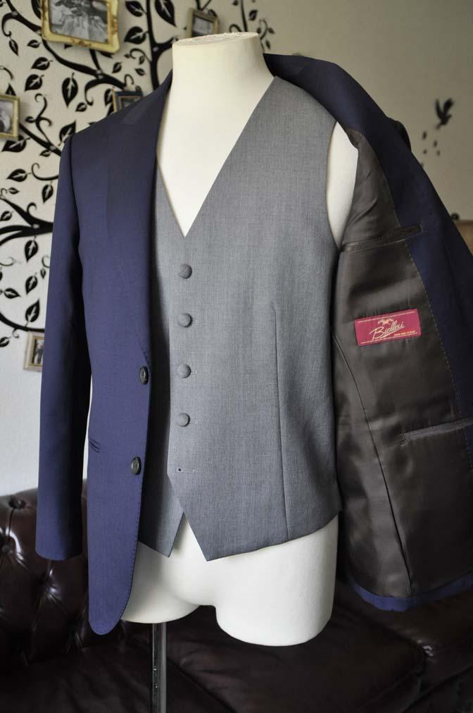 DSC0781-2 お客様のウエディング衣装の紹介- Biellesi無地ネイビースーツ ライトグレーベスト-