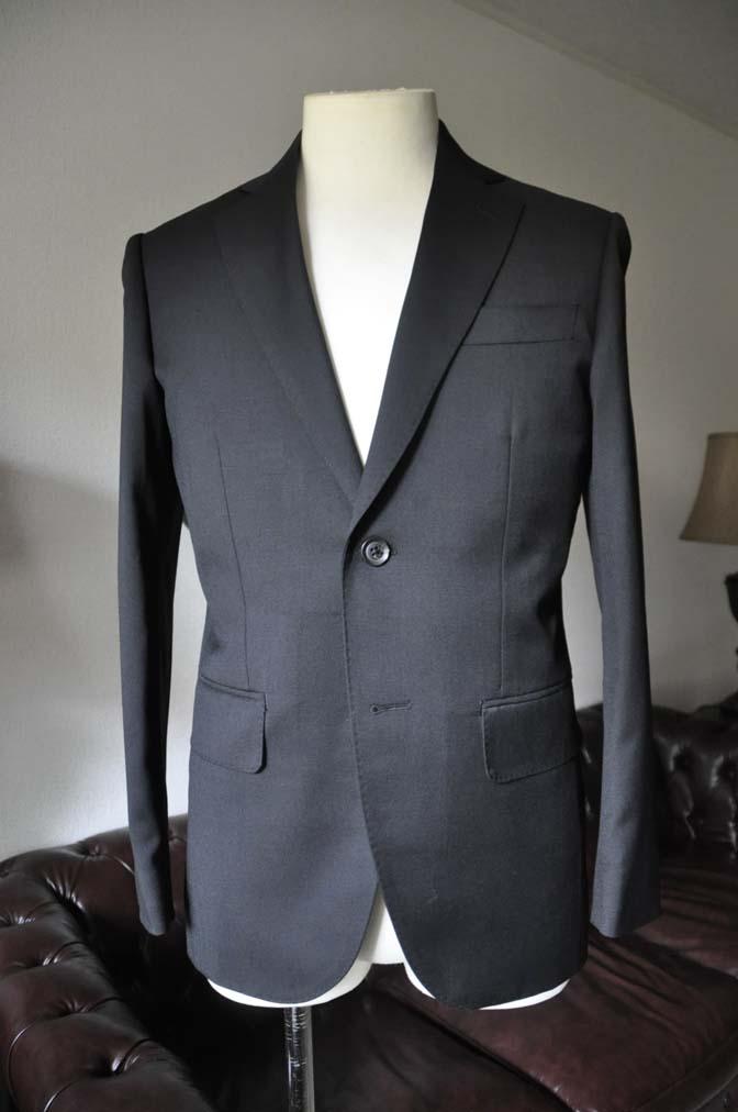 DSC0786-1 お客様のスーツの紹介- Biellesi ブラックスーツ-