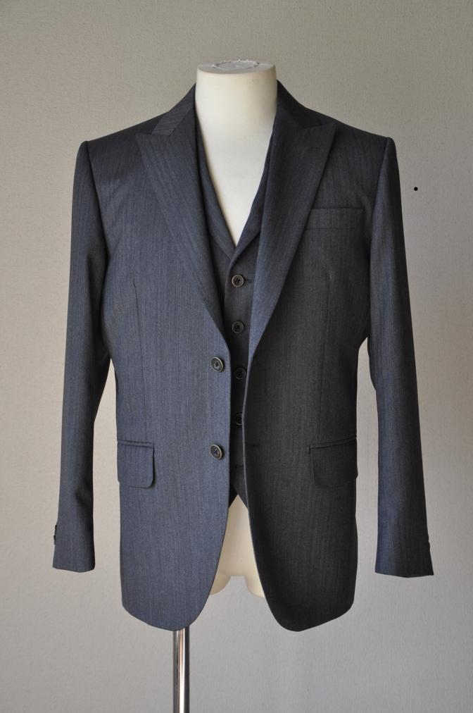 DSC07861 お客様のスーツの紹介-CANONICO グレーヘリンボーン スリーピース- 名古屋の完全予約制オーダースーツ専門店DEFFERT