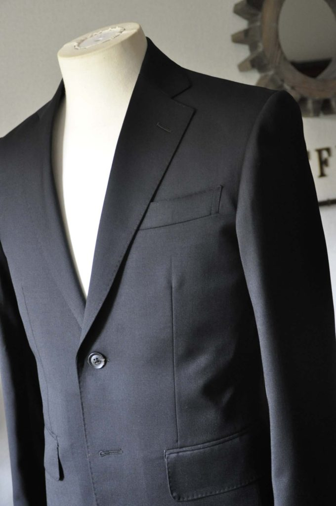 DSC0787-1-680x1024 お客様のスーツの紹介- Biellesi ブラックスーツ-