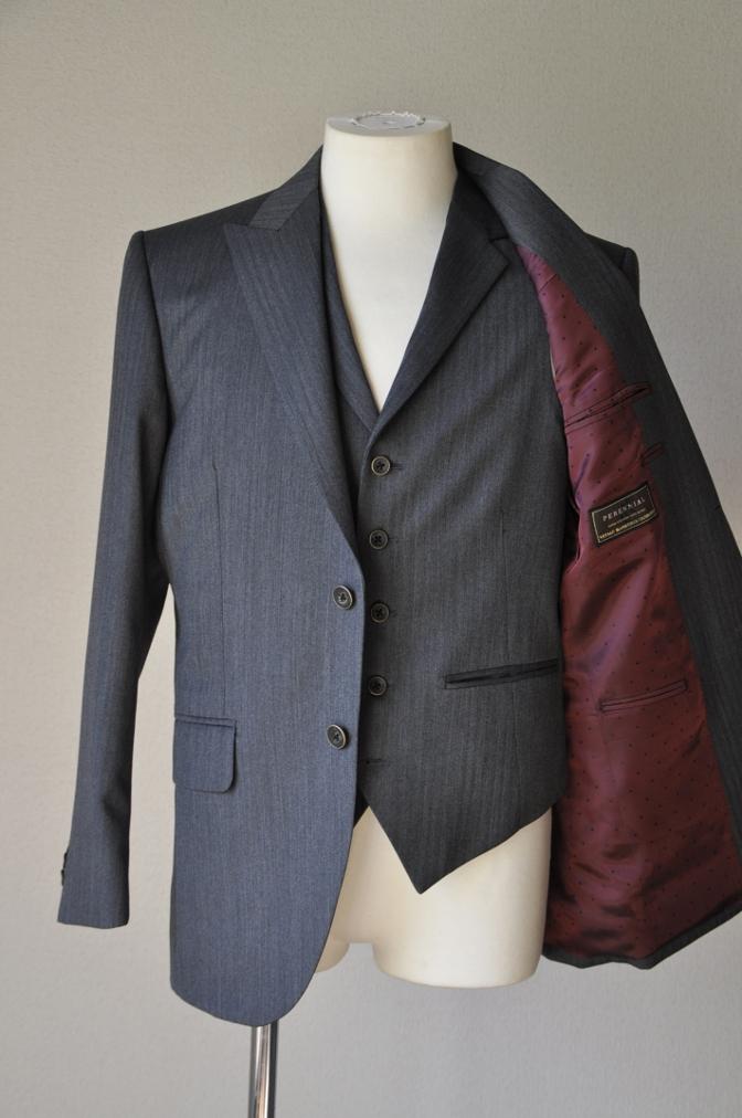DSC07871 お客様のスーツの紹介-CANONICO グレーヘリンボーン スリーピース- 名古屋の完全予約制オーダースーツ専門店DEFFERT